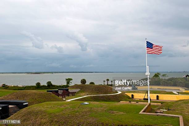 forts moultrie and sumter with 1809 american flag - fort sumter stock pictures, royalty-free photos & images
