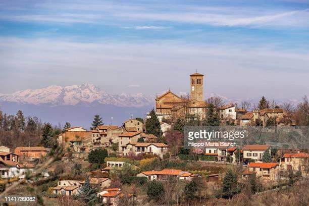 fortunago - イタリア パヴィア ストックフォトと画像