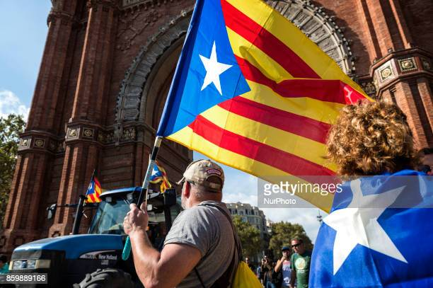 Forty farmers came to the Arc de Triomphe in front of the Catalan Parliament to ask for independence from Spain October 10 2017