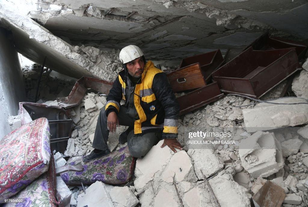 SYRIA-CONFLICT-WHITE HELMETS : News Photo