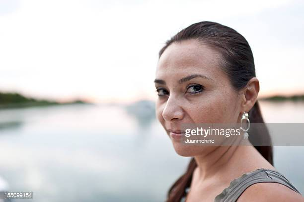 ヒスパニック 40 代の女性