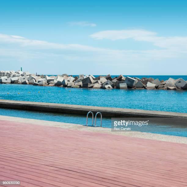 forum barcelona - dique barragem imagens e fotografias de stock