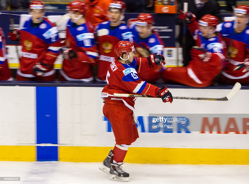 Russia v Sweden - Semifinal - 2015 IIHF World Junior Championship : News Photo