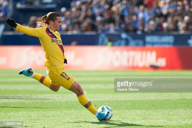 Forward Antoine Griezmann of FC Barcelona in action during the Liga match between CD Leganes and FC Barcelona at Estadio Municipal de Butarque on...