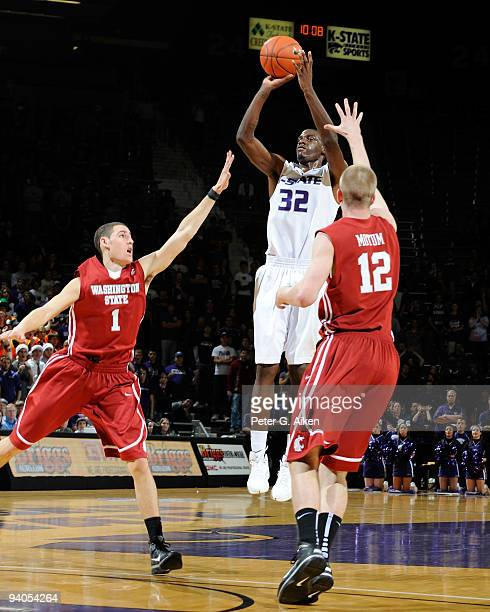 Forward Jamar Samuels of the Kansas State Wildcats puts up a shot against pressure from defenders Klay Thompson and Brock Motum of the Washington...