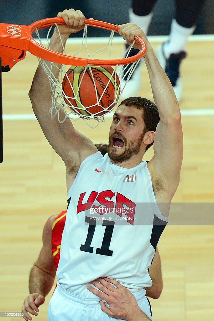 US forward Kevin Love dunks the ball dur : News Photo