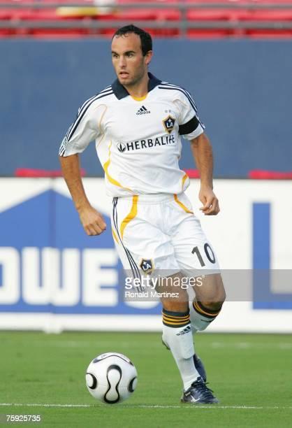 Forward Landon Donovan of the Los Angeles Galaxy controls the ball against FC Dallas during SuperLiga play on July 31, 2007 at Pizza Hut Park in...