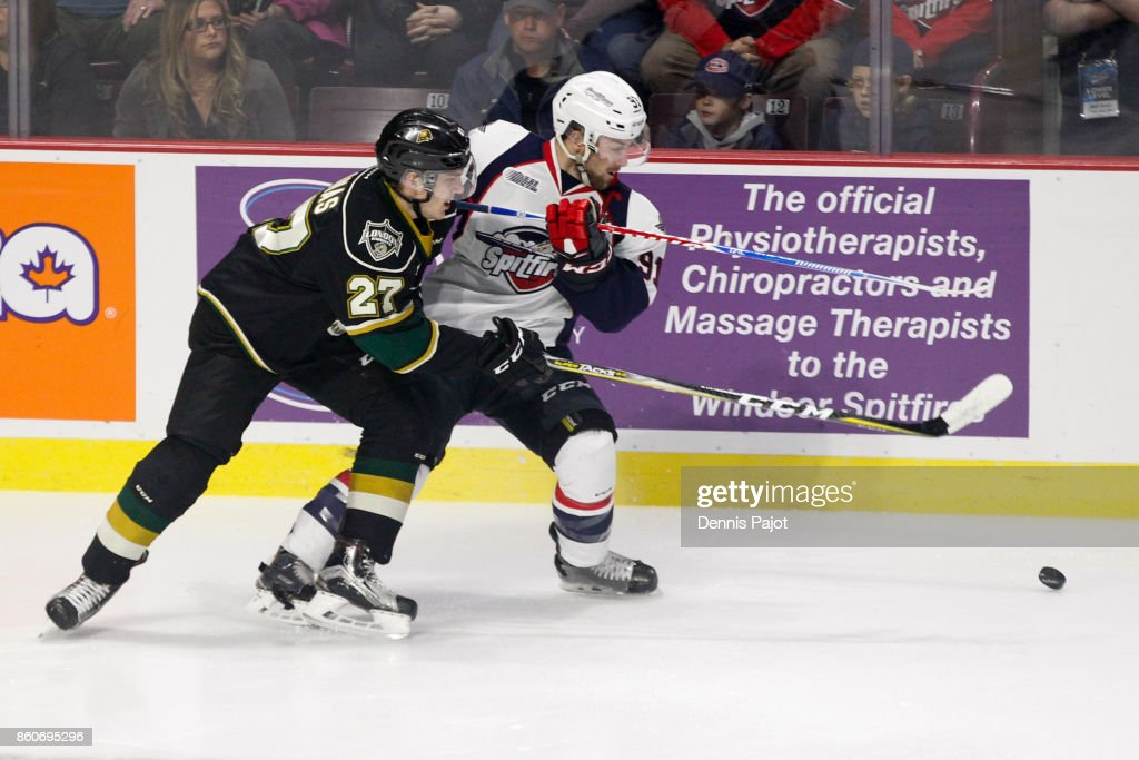 Forward Robert Thomas #27 of the London Knights battles for the puck against forward Aaron Luchuk #91 of the Windsor Spitfires on October 12, 2017 at the WFCU Centre in Windsor, Ontario, Canada.