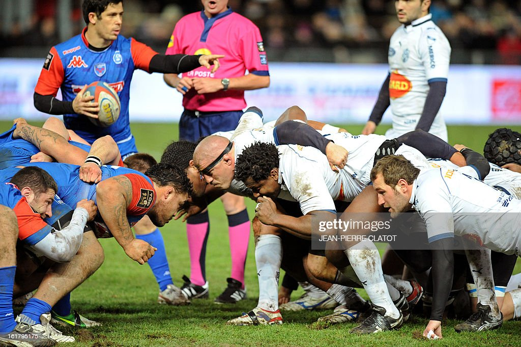 Forwards prepare for a scrum during the French Top 14 rugby union match Grenoble vs Agen on February 16, 2013 at the Lesdiguieres Stadium in Grenoble, southeastern France. AFP PHOTO / Jean Pierre Clatot