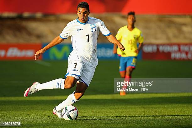 Foslyn Grant of Honduras carries the ball during the FIFA U17 Men's World Cup Chile 2015 group D match between Honduras and Ecuador at Estadio Fiscal...