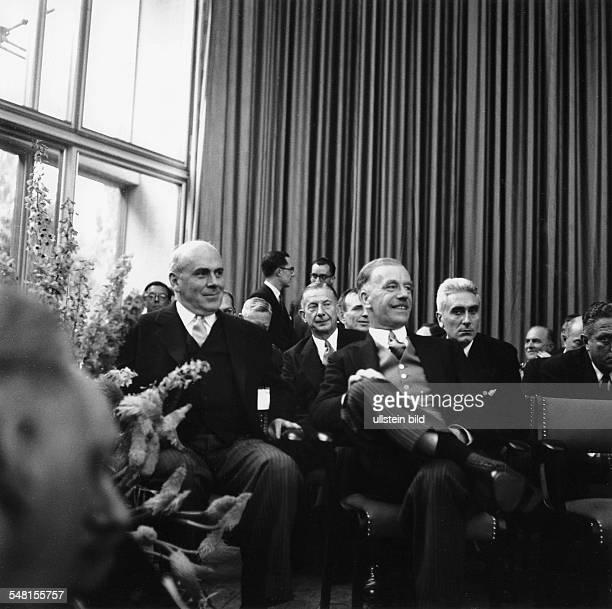 Konstituierende Sitzung des ersten Bundestages Blick auf die Gäste in der ersten Reihe die Hochkommissare vl John Mc Cloy Lord Brian Robertson Baron...