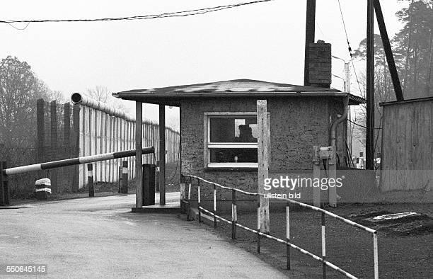 Grenzkontrollposten am über DDRGebiet führenden Zugang von der Exklave nach Kohlhasenbrück Berlin 21 12 1971 Nach dem gestern geschlossenem Abkommen...