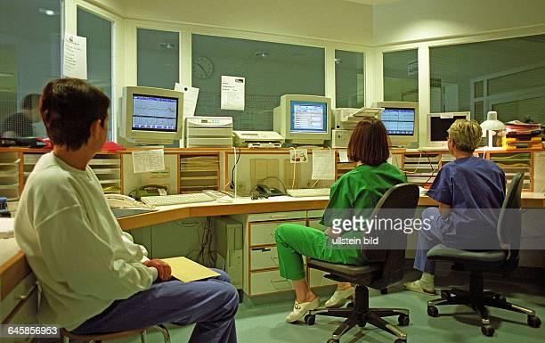Hebammen auf der Wachstation. Berlin, 28. 05. 1999. Die Klinik für Geburtsmedizin der Charite hat in Erwartung des Babybooms zum Jahreswechsel...