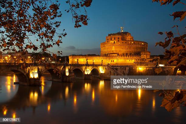CONTENT] Foto nocturna del Castillo de Sant'Angelo Es un monumento romano situado cerca de la Ciudad del Vaticano