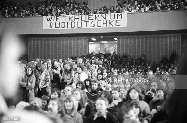 Studenten im Audimax Berlin 03 01 1980 Gedenkveranstaltung für Rudi Dutschke Im Auditorium Maximum der Freien Universität fand eine...