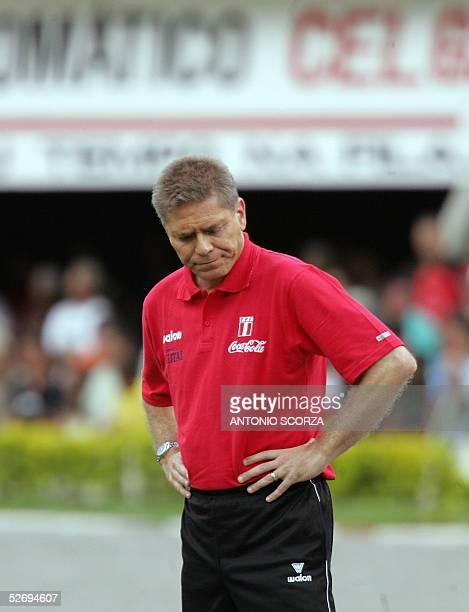 Fotografia tomada el 27 de marzo de 2005 en Goiania Brasil del ex tecnico de la seleccion peruana de futbol Paulo Autuori Autuori renuncio el 25 de...
