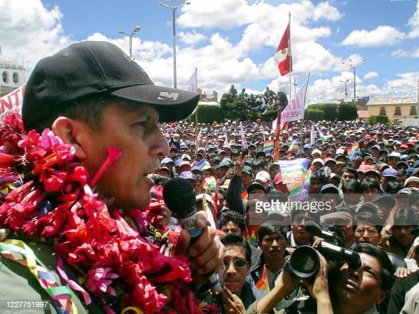 Fotografia tomada el 29 de enero de 2006 del candidato nacionalista peruano Ollanta Humala durante un mitin en la ciudad de Ilave, departamento de...