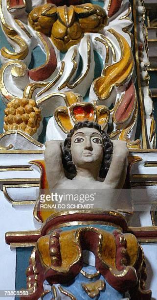 Fotografia tomada el 3 de abril de 2007 de uno de los angeles indigenas que decora el interior de la iglesia de Santa Maria Tonantzintla, en el...