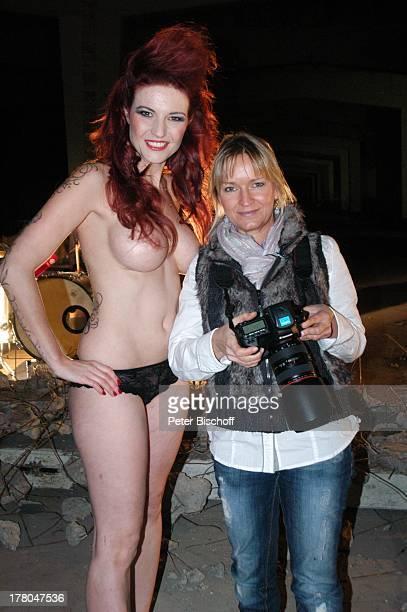 Fotografin Sonja Inselmann NacktModel Daniela Wolf nach Produktion für Foto aus SWAktKalender tonArt 60 x 70 cm 250 Gramm KunstdruckPapier Monat...