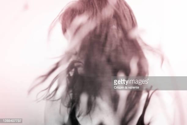 fotos retrato abstracto de emoción negativa - defeat stock pictures, royalty-free photos & images