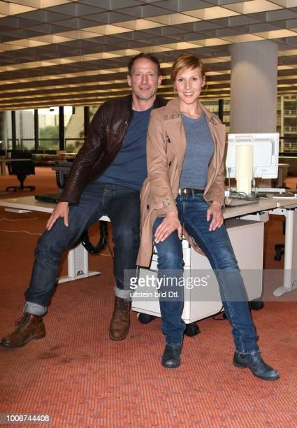 Fototermin am Set_ NDR Tatort Dunkle Zeit mit Anja KlingWotan Wilke Möhring und Franziska Weisz Drehort_ERGOVersicherung Überseering 35 Hamburg...