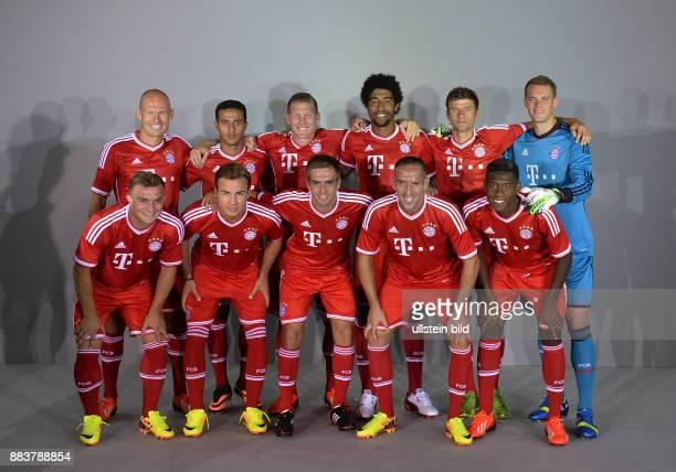 FUSSBALL 1 BUNDESLIGA SAISON 2012/2013 Fototermin beim FC Bayern Muenchen Arjen Robben Thiago Alcantara Bastian Schweinsteiger Dante Thomas Mueller...