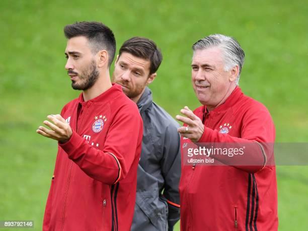 FUSSBALL 1 BUNDESLIGA SAISON 2016/2017 CoTrainer Davide Ancelotti Xabi Alonso und Trainer Carlo Ancelotti