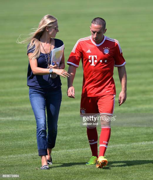 FUSSBALL 1 BUNDESLIGA SAISON 2012/2013 Fototermin beim FC Bayern Muenchen Teammanagerin Kathleen Krueger und Franck Ribery