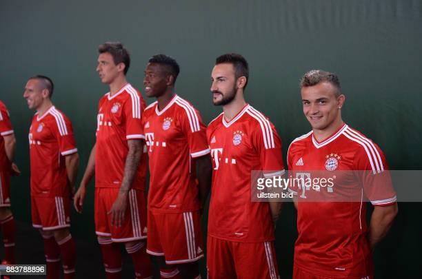FUSSBALL 1 BUNDESLIGA SAISON 2012/2013 Fototermin beim FC Bayern Muenchen Xherdan Shaqiri Diego Contento David Alaba Mario Mandzukic und Franck Ribery