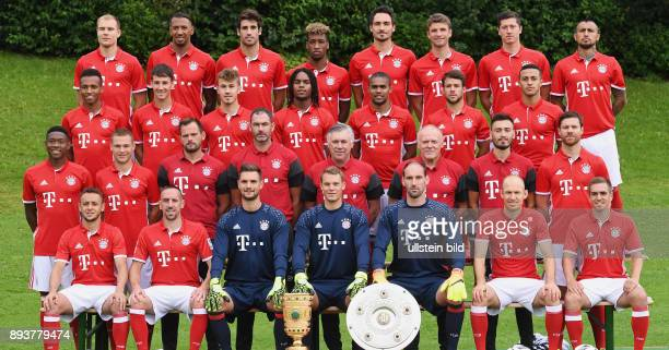 FUSSBALL 1 BUNDESLIGA SAISON 2016/2017 Fototermin Mannschaftbild beim FC Bayern Muenchen Holger Badstuber Jerome Boateng Javi Martinez Kingsley Coman...