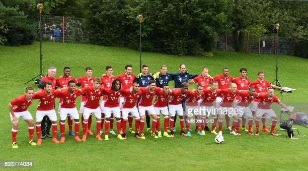 FUSSBALL 1 BUNDESLIGA SAISON 2016/2017 Fototermin Mannschaftbild beim FC Bayern Muenchen Trainer Carlo Ancelotti David Alaba Fabian Benko Robert...