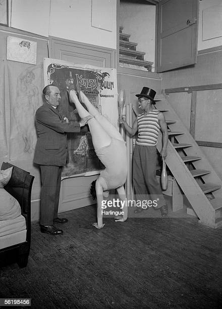 Foujita French painter of Japanese origin being present at a lesson of gymnastics of his model Youki Desnos