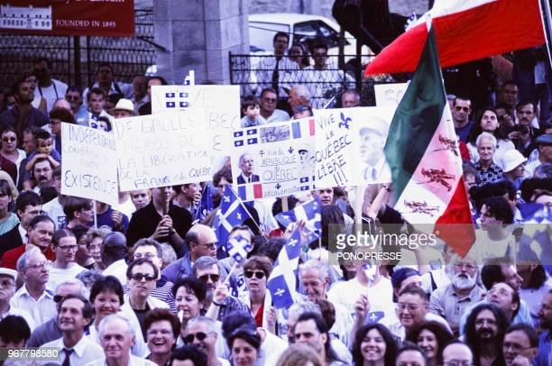 Foule commémorant le trentième anniversaire de la visite historique du Général de Gaulle à Québec le 24 juillet 1997 Canada