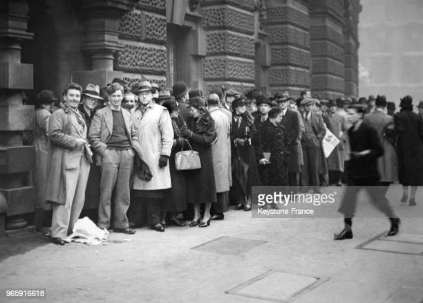Foule principalement composée de Gallois devant le tribunal Old Bailey où doit se tenir le procès de trois nationalistes gallois à Londres RoyaumeUni...
