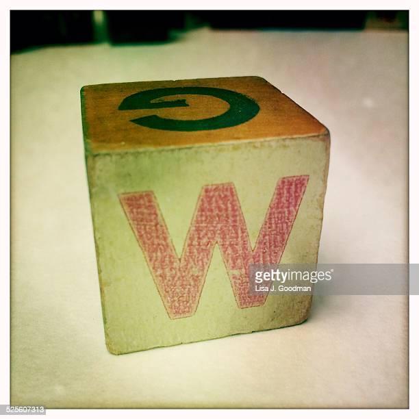 found letters and numbers - letra w - fotografias e filmes do acervo