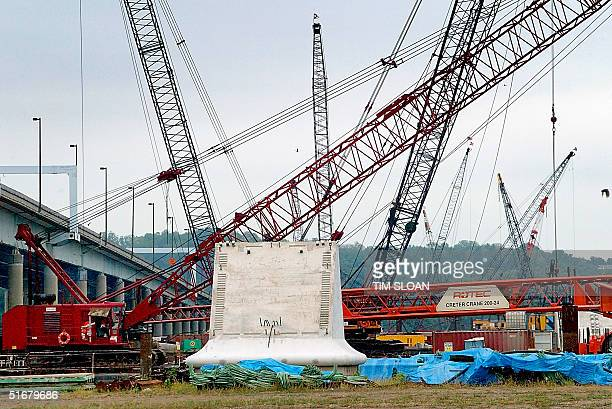Foundation work is in full swing on the planned 12-lane span, $1.6 billion replacement bridge for the Woodrow Wilson Memorial Bridge, 29 August 2002,...