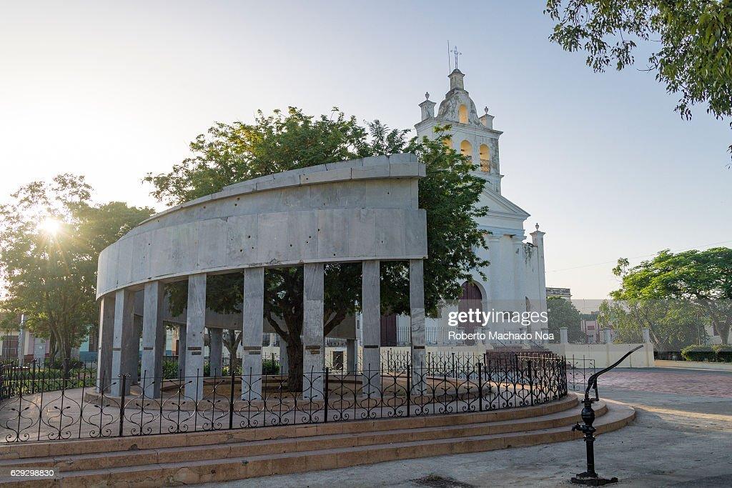 Foundational Monument: Columnar semi-circular structure with... : Nachrichtenfoto