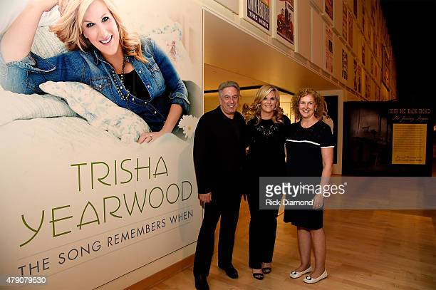 Founder and copresident of Vector Management Ken Levitan Trisha Yearwood and executive VP of business affairs/general counsel Julie Swidler attend...
