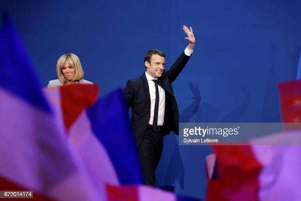 Founder and Leader of the political movement 'En Marche ' Emmanuel Macron flanked by his wife Brigitte Trogneux speaks after winning the lead...