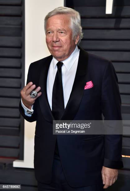 Founder Chairman and CEO of the Kraft Group Robert Kraft attends the 2017 Vanity Fair Oscar Party hosted by Graydon Carter at Wallis Annenberg Center...