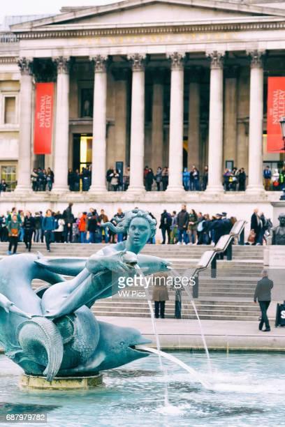 Fountain and National Gallery museum Trafalgar Square Londres Inglaterra Reino Unido