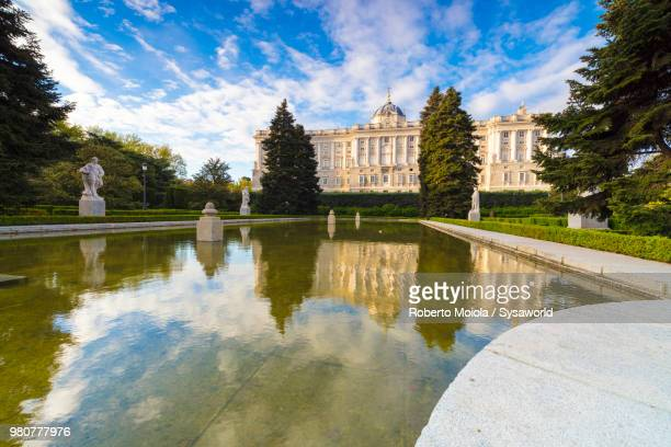 fountain at jardines de sabatini and royal palace of madrid (palacio real de madrid), spain - madrid royal palace stock pictures, royalty-free photos & images