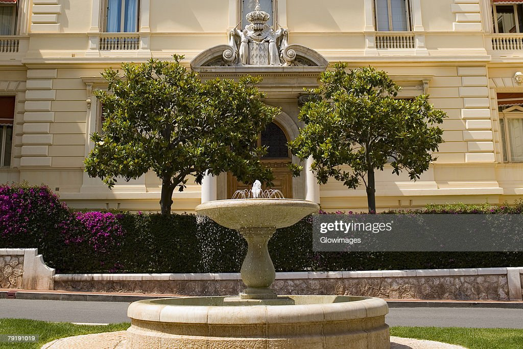 Fountain in front of a building, Monte Carlo, Monaco : Foto de stock