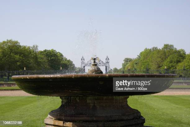 fountain in front of grimsthorpe castle - dave ashwin stock pictures, royalty-free photos & images