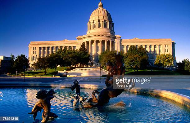 fountain in front of missouri state capitol building, jefferson city, missouri, united states of america, north america - missouri stock pictures, royalty-free photos & images