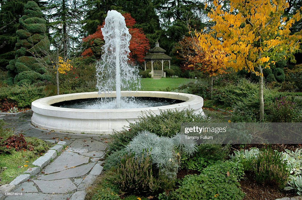 Delicieux Fountain In Garden Seattle Zoo Washington