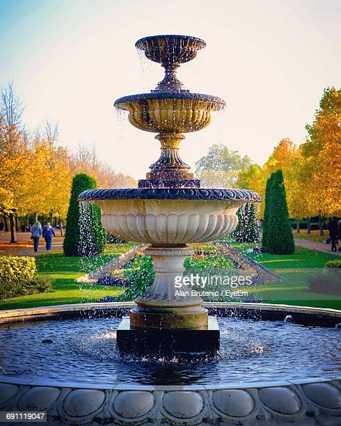 fountain in park - fountain stock pictures, royalty-free photos & images