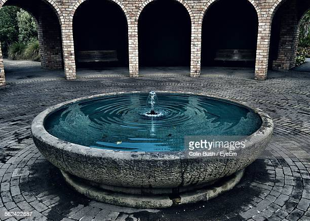 fountain in patio, architectural arch - fountain stock pictures, royalty-free photos & images
