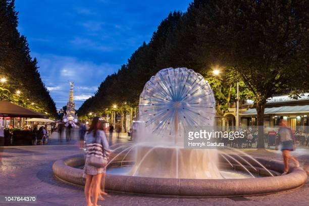 fountain in reims - reims fotografías e imágenes de stock