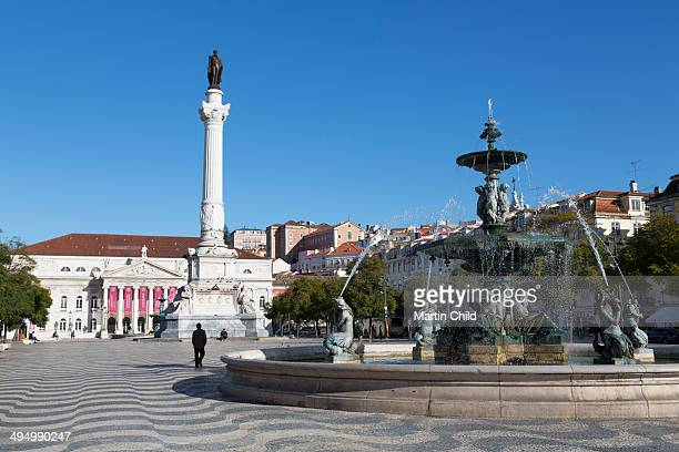 fountain in rossio square in lisbon - ロッシオ広場 ストックフォトと画像